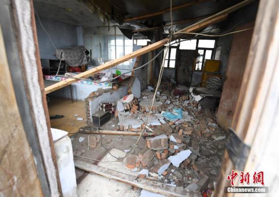 5月28日1时50分,吉林省松原市宁江区毛都站镇附近发生5.7级地震,震中位于东经124.71度、北纬45.27度,震源深度13公里。中新社记者 张瑶 摄