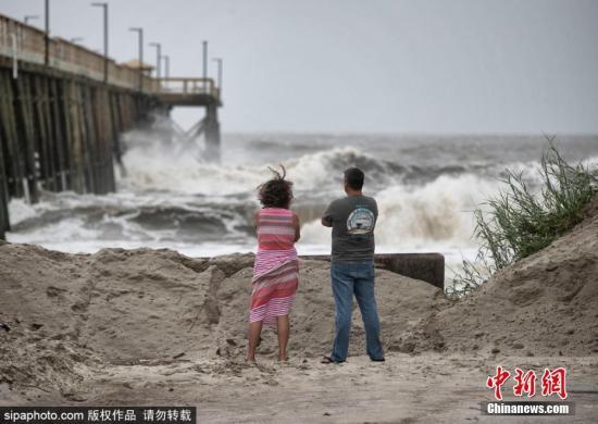 """材料图:本地工夫9月5日,飓风""""多里安""""打击好国,多天气候卑劣。图片滥觞:Sipaphoto 版权做品 制止转载"""