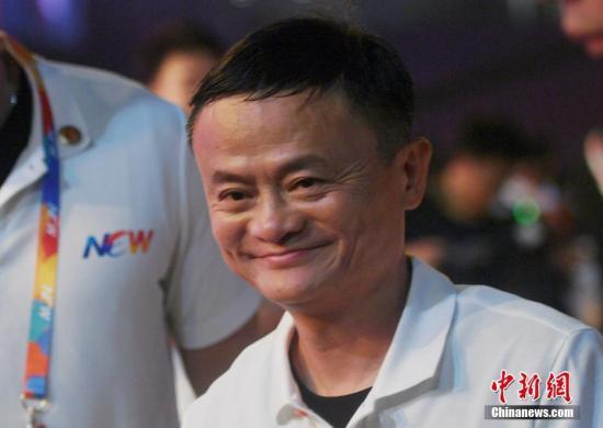 9月10日,馬雲離開晚會現場,淚溼眼眶。當日,阿里巴巴集團在浙江杭州舉行20週年紀念晚會,馬雲卸任阿里巴巴集團董事局主席,集團CEO張勇接任。中新社記者 王剛 攝