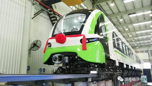 时速160公里磁浮列车在中车株机公司下线。