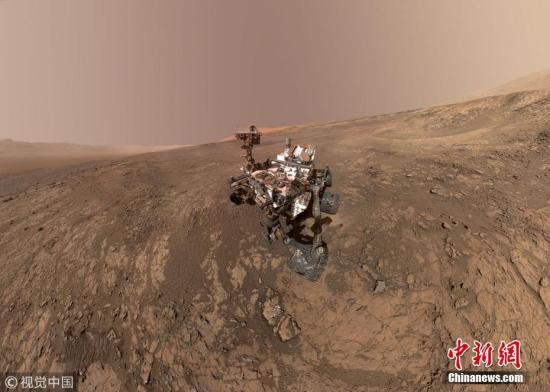"""美国航天局""""好奇""""号火星探测器在火星维拉鲁宾岭的""""自拍照""""。 中新网 资料图"""