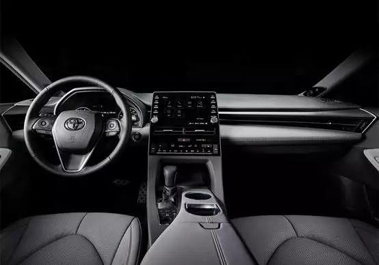 20万出头最大、最有面子的5米级新车,君越、亚洲龙怎么选?