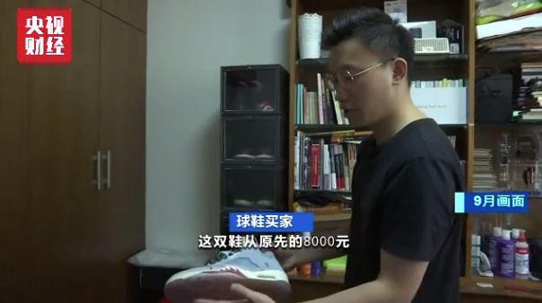 10bet中文版 七旬老人栽进水沟陷淤泥 初中生将其救起不留名