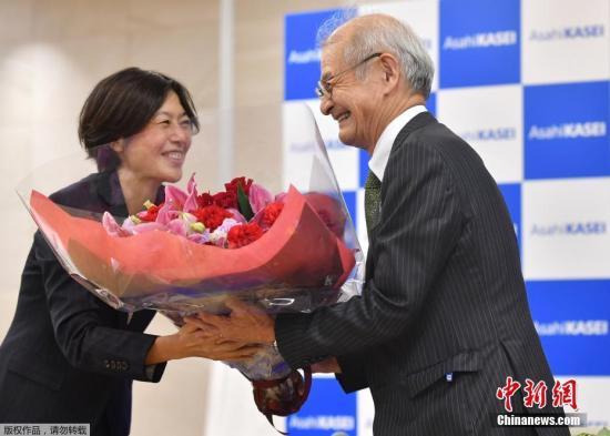 本地工夫10月9日,2019年诺贝我化教奖得主凶家彰(Akira Yoshino)正在日本东京列席消息公布会。