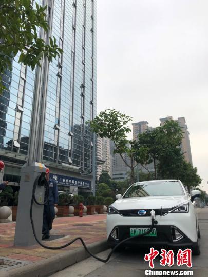 """广州投产智慧路灯项目 一杆多用点亮""""5G""""生活"""