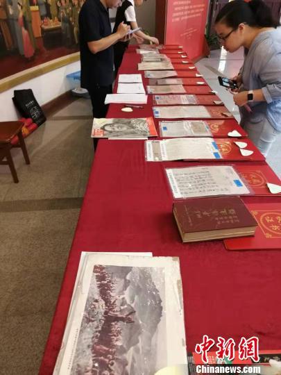广东华侨博物馆获捐百余(件)套华侨藏品资料
