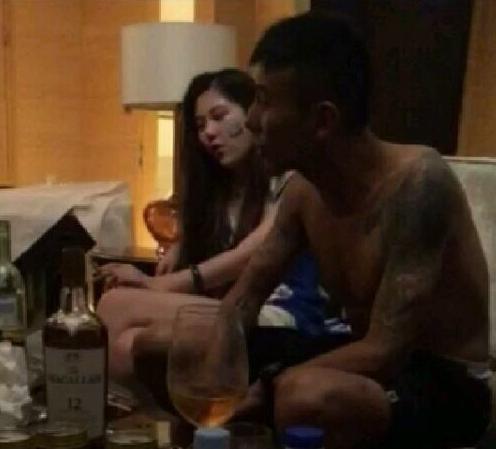 2016年6月,毛剑卿正在球队输球后借酒消忧。