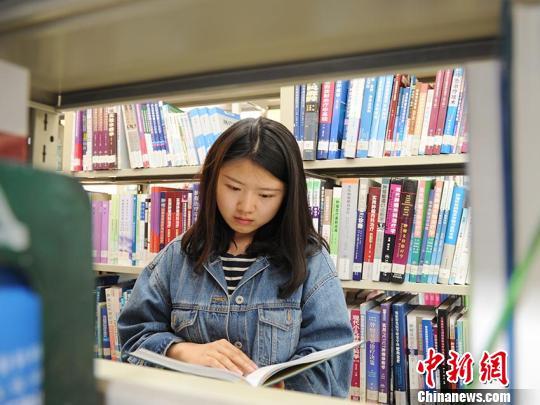 瑶族女孩励志人生:从双耳失聪到清华博士
