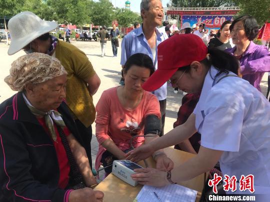 宁夏开展2018年科技周走进社区大型义诊活动