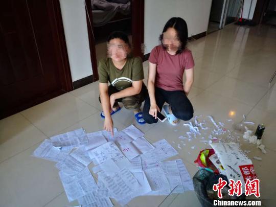 图为警方解救出女留学生及查获的一批涉嫌传销资料。 张吉 摄
