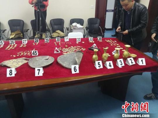 青海警方追回的文物。台州公安供图