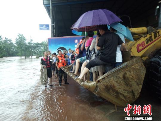 四川乐山等地遭遇暴雨 再发暴雨黄色预警
