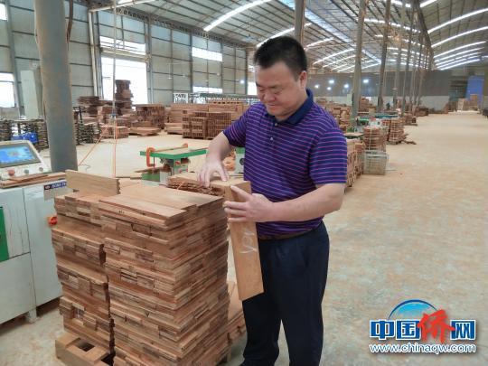 老挝华商张廷江:从中国商品卖货郎到中华文化传播者