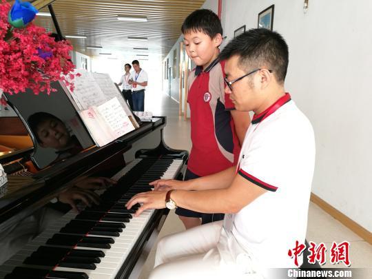 深圳多所民办学校举行开放日运动 国际化教诲遭到市民追捧