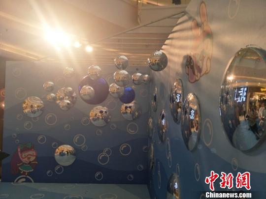 香港青年文创设计师东莞展现文创设计魅力
