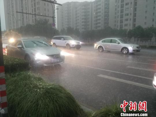 """受台风""""山竹""""外围环流影响 浙江多地现狂风暴雨"""