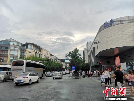 杭州市中间陌头。 张煜悲 摄
