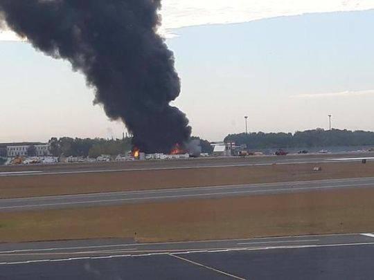 美国康涅狄格州一架老式飞机坠毁,造成至少7人死亡