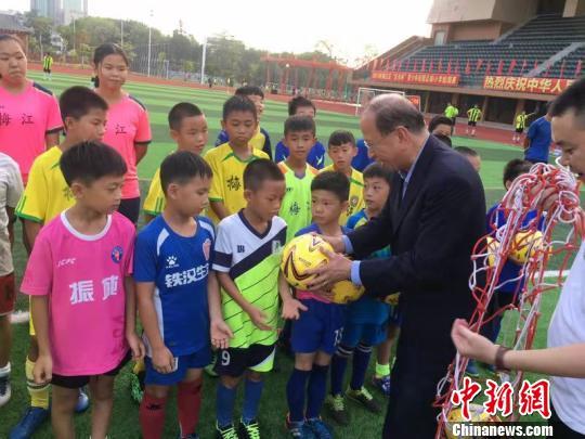 大湾区足球冠军赛香港与梅州1比1