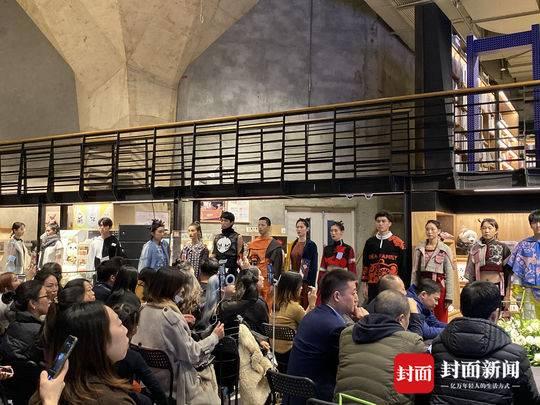 2019国际非遗赋新计划在蓉举行 英国艺术家和蜀绣大师技艺碰撞