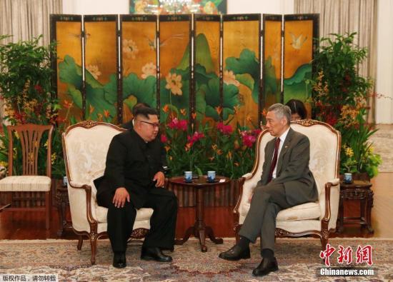 据新加坡《海峡时报》报道,金正恩就新加坡和李显龙协助举办朝美首脑会谈而付出的真诚努力表示感谢。