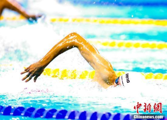 季新杰获军运会男子400米自由泳冠军