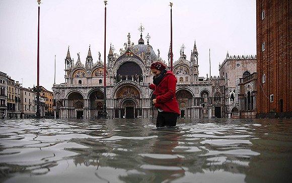 """【一周环球掠影】""""水城""""威尼斯遭遇水灾,美军用抖音征兵招致部分政客不满"""