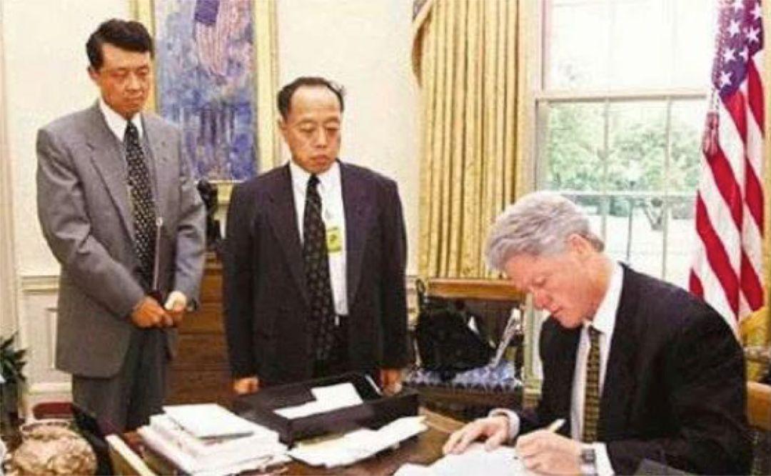 时任驻美大使李肇星要求克林顿亲笔道歉