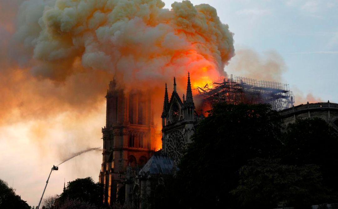 巴黎圣母院的一把大火,烧出了爱国键盘的原形
