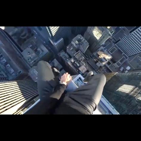 俄罗斯超胆侠Oleg,在加拿大多伦多高楼顶上作死炫技,看得我