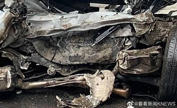 苏州:司机肇事逃逸再酿事故 一轿车飞速追尾三车致一人死亡