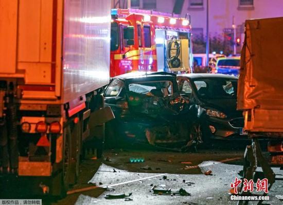 德国强力部分动静人士称,本地工夫10月7日德国当局把乌森州林堡市卡车抵触触犯多辆轿车事务,定性为恐惧主义举动。