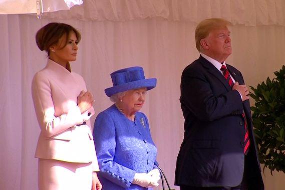 英国女王与特朗普夫妇(路透社视频截图)