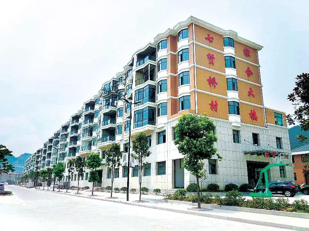 许良法向王丙坤索取了此楼中一套192平方米的住房。
