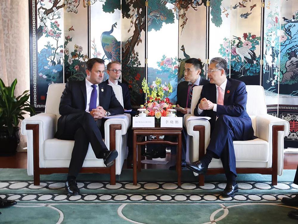 李晓鹏同卢森堡大公国首相格扎维埃·贝泰尔进行会谈