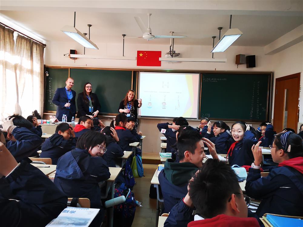 """都不给""""标准答案"""",但中英巧妙不同,史上最多英伦师资访沪发现东西方课堂众多互补性"""