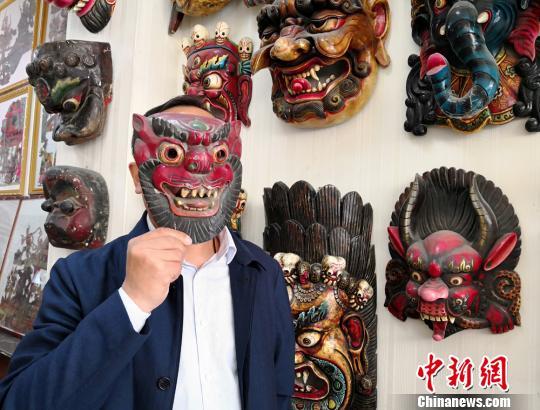 收藏达人贾森栋收藏千余件从世界各地淘来的傩面具