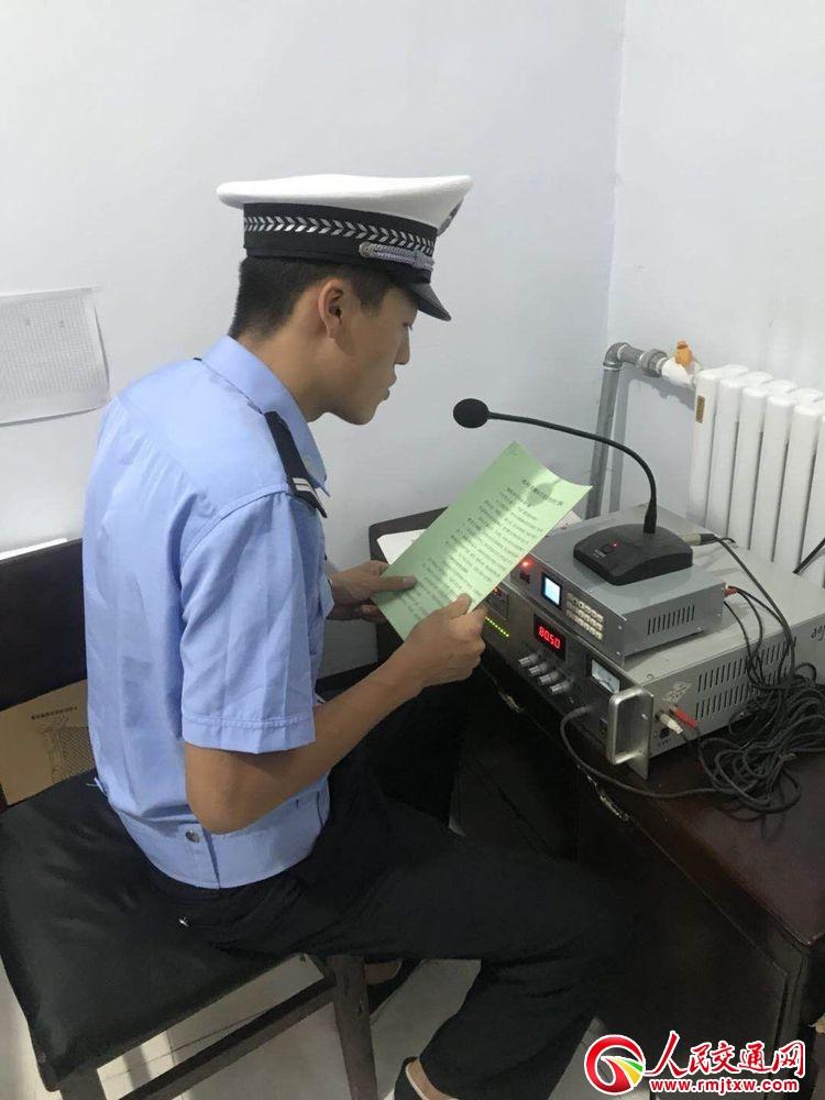 河北省井陉交警深入农村用大喇叭开展交通安全宣传