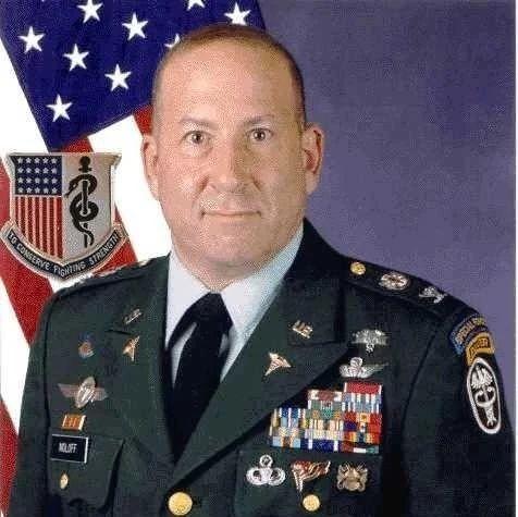 军装胸前五颜六色的小格子是干什么用的?漫谈军事勋章