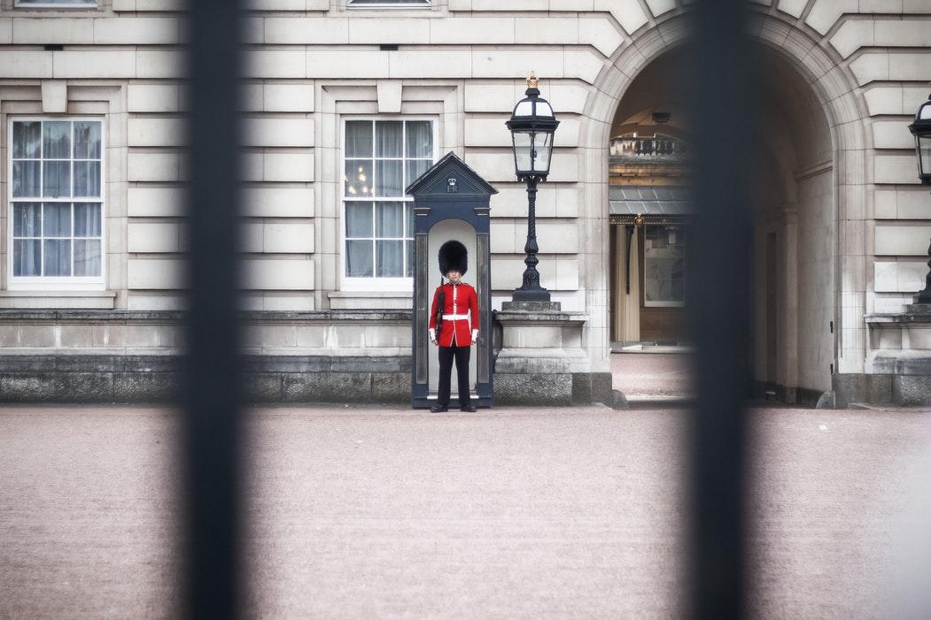 (维持体面的皇室生活,在英国经济目前的情况下变得越来越难,来源:Kutan Ural)