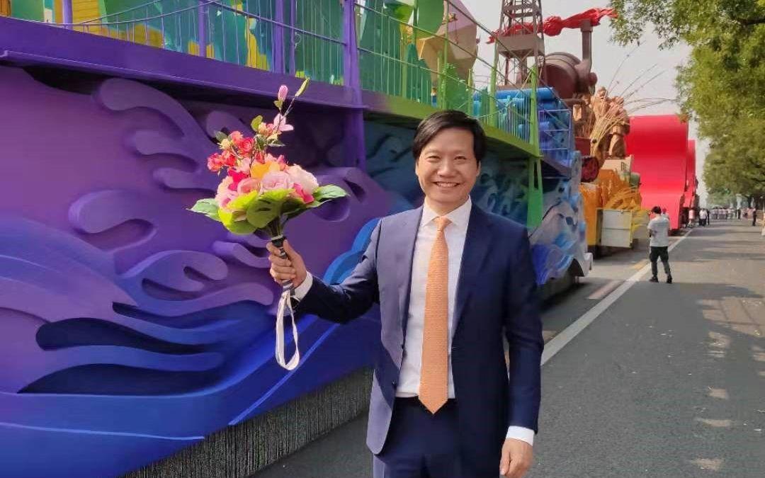 雷军等企业家搭乘国庆彩车游行:无比骄傲和自豪