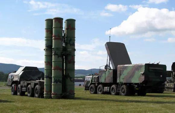 △S-300防空导弹系统(资料图)