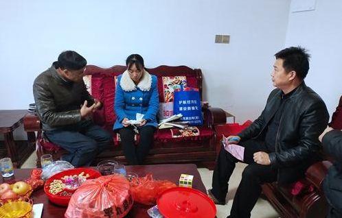 县委宣传部和红十字会走访慰问许伍峰家属