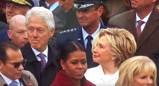 ▲ 克林顿与妻子希拉里