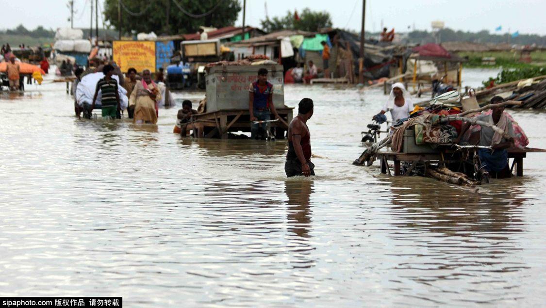 洪水肆虐 印度官员:救援营地的民众已达至少100万