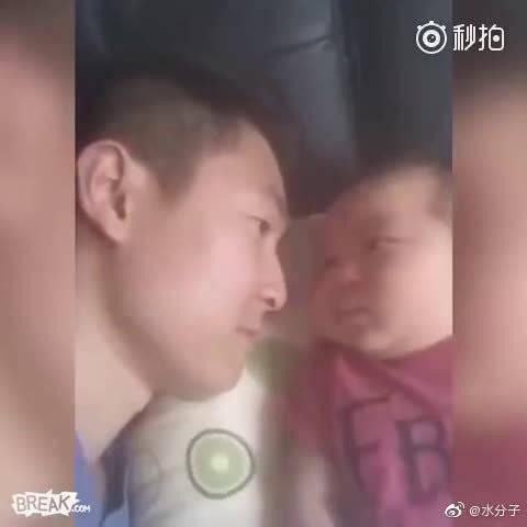 """一言不合就吐奶..""""爹地,你的口气过重"""""""