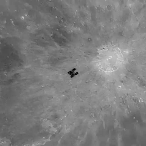 国际空间站以7.67 km/s速度在月球前掠过