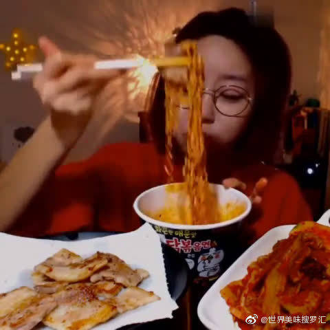 大胃王小姐姐,吃得这么开心,看得都饿了!