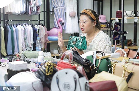 「亚洲bbin」《壮丽70年——广州教育纪实》今日出街