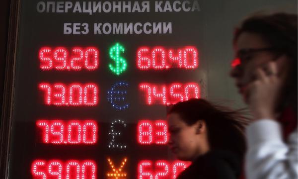 当地时间2018年4月9日,俄罗斯莫斯科,货币汇率信息。 视觉中国 图